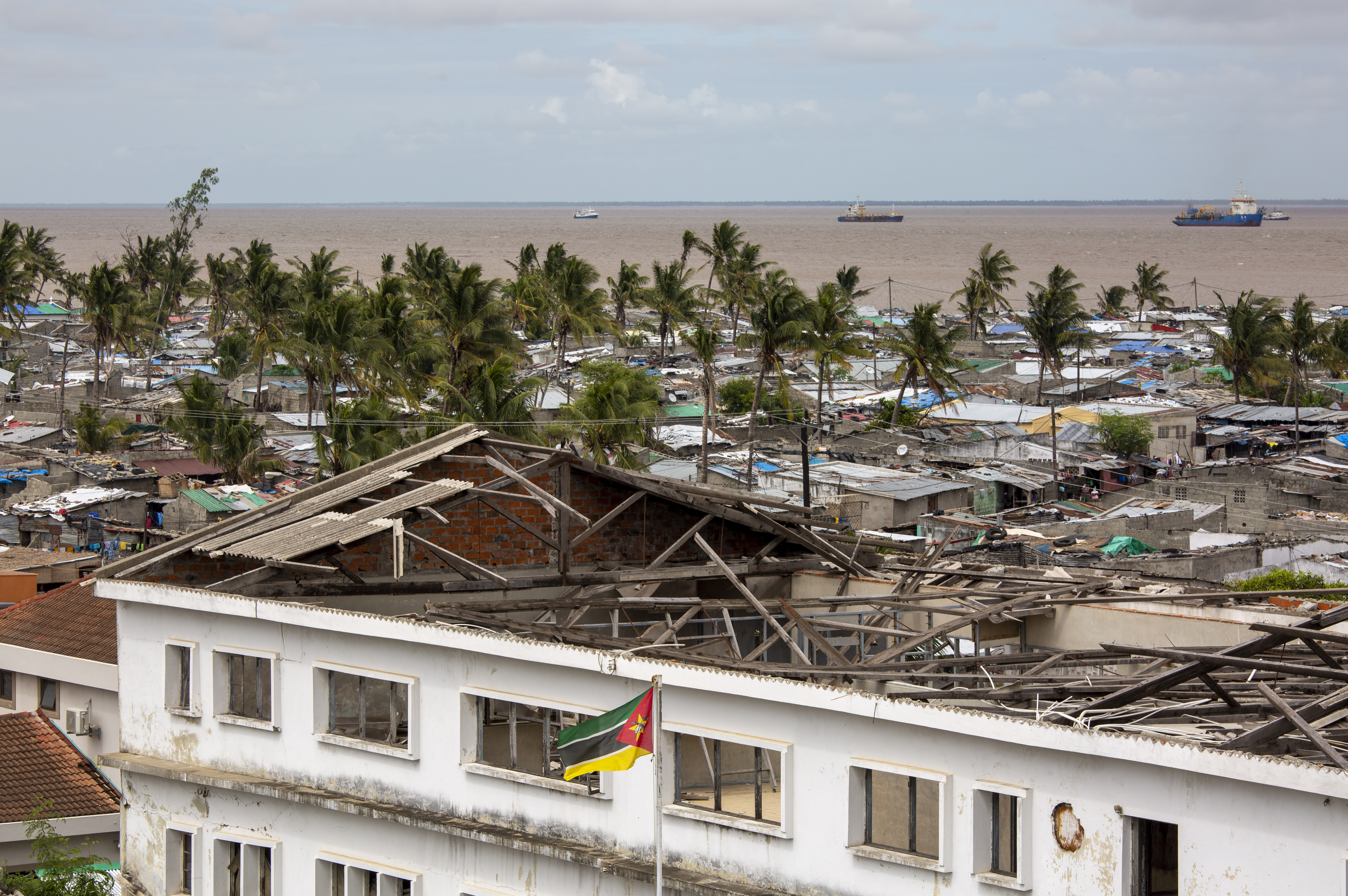 Destroyed roof in Beira
