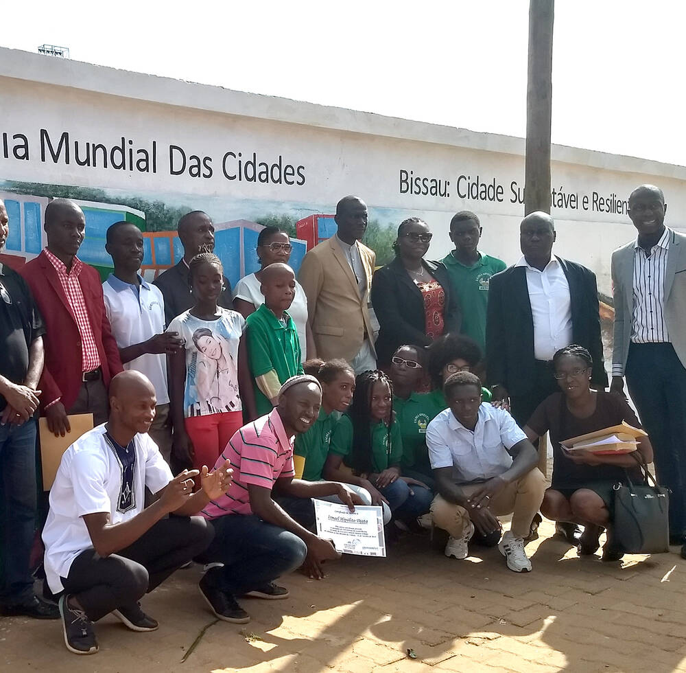 Winners of the Urban October Cultural Contest, a phrase competition based on the SDG 11, which targeted young students in the 7th, 8th and 9th grades of public and private schools in Bissau , 2018, UN-Habitat Guinea-Bissau