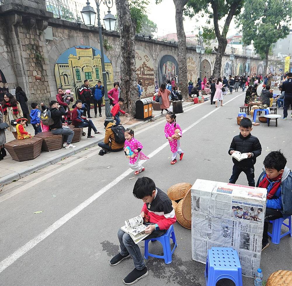 Phung Hung mural street is now a favorite photo place and cultural space for city dwellers and travelers to Hanoi.