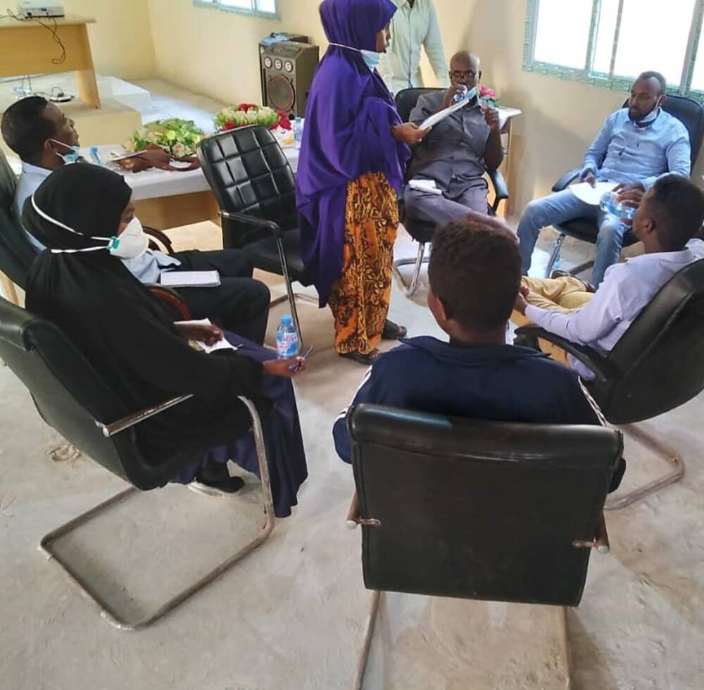 Qamar Dhilbawe, one of the women in council, facilitates a small group discussion during the Local Leaders hip Management training held in Warsheikh district, Hirshabelle state.