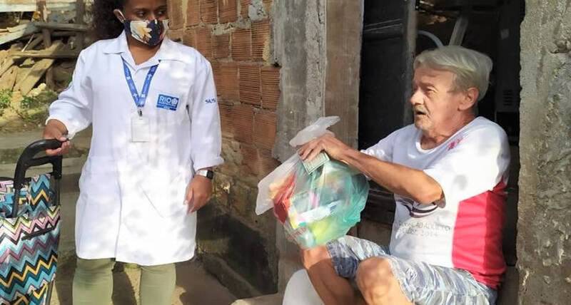 Vulnerable and sick older people living in 10 slums in Rio de Janeiro, Brazil, received hygiene kits in a distribution organized by the City of Rio de Janeiro, with UN-Habitat in the slum area of Penha