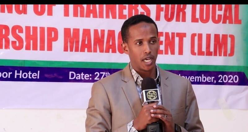Mohamed Jamac, one of the participants sharing his training experience with his fellow training and official guest during closing ceremony of the Local Leadership and Conflict Management Training in Hargeisa, Somaliland