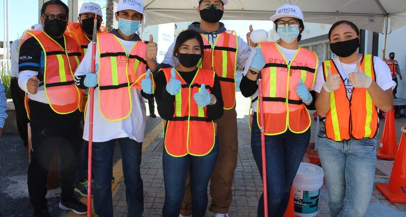 Young volunteers who participated in the tactical urban planning interventions in Reynosa.