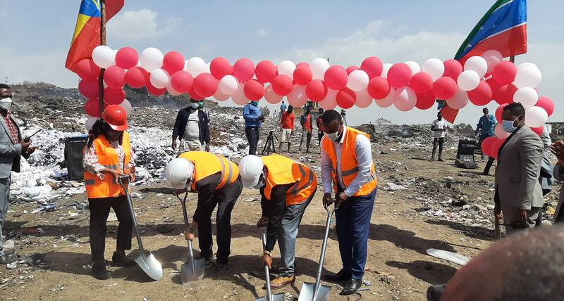 Haregewoin Bekele, UN-Habitat Country Manager, Tsegaye Tuke, the Mayor of Hawassa,  the Deputy Ambassador of Japan  and a government official during the ground breaking ceremony of the Solid Waste Management at the Hawassa dumpsite.